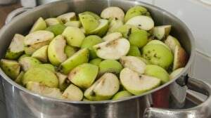 apples washed and cut into quarters in a large pan ready for simmering to reduce the juice